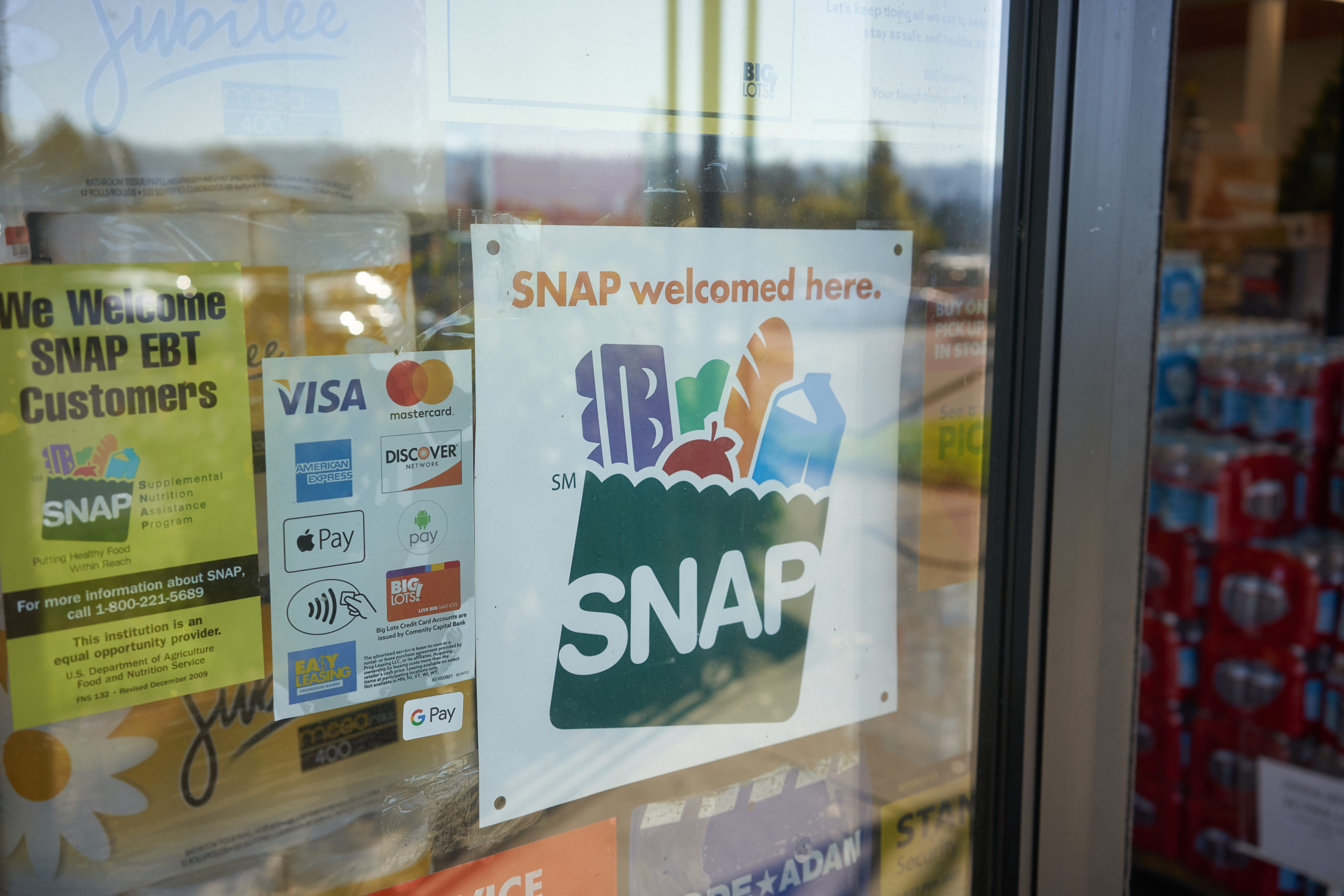 """Portland, Or, Usa Oct 28, 2020: """"snap Welcomed Here"""" Sign Is Seen At The Entrance To A Big Lots Store In Portland, Oregon. The Supplemental Nutrition Assistance Program (snap) Is A Federal Program."""